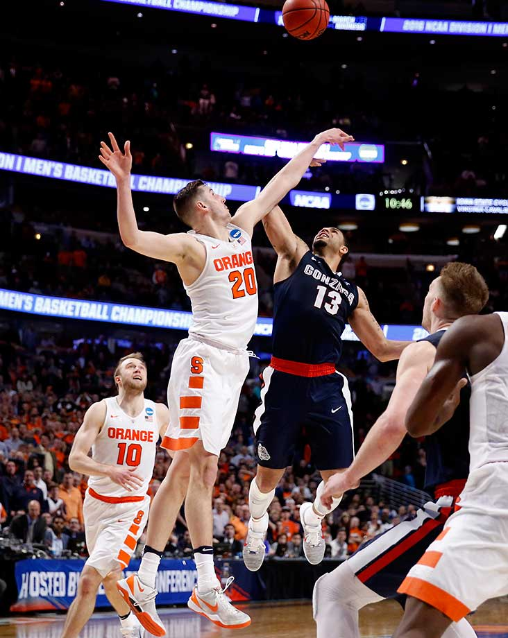 Syracuse's Tyler Lydon blocks a shot by Gonzaga's Josh Perkins in the closing seconds of a 63-60 comeback win by the Orange.