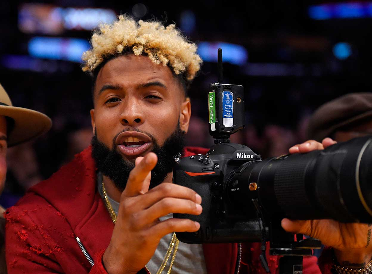 New York Giants wide receiver Odell Beckham Jr. tries out a professional camera during the Lakers-Nuggets game in L.A.