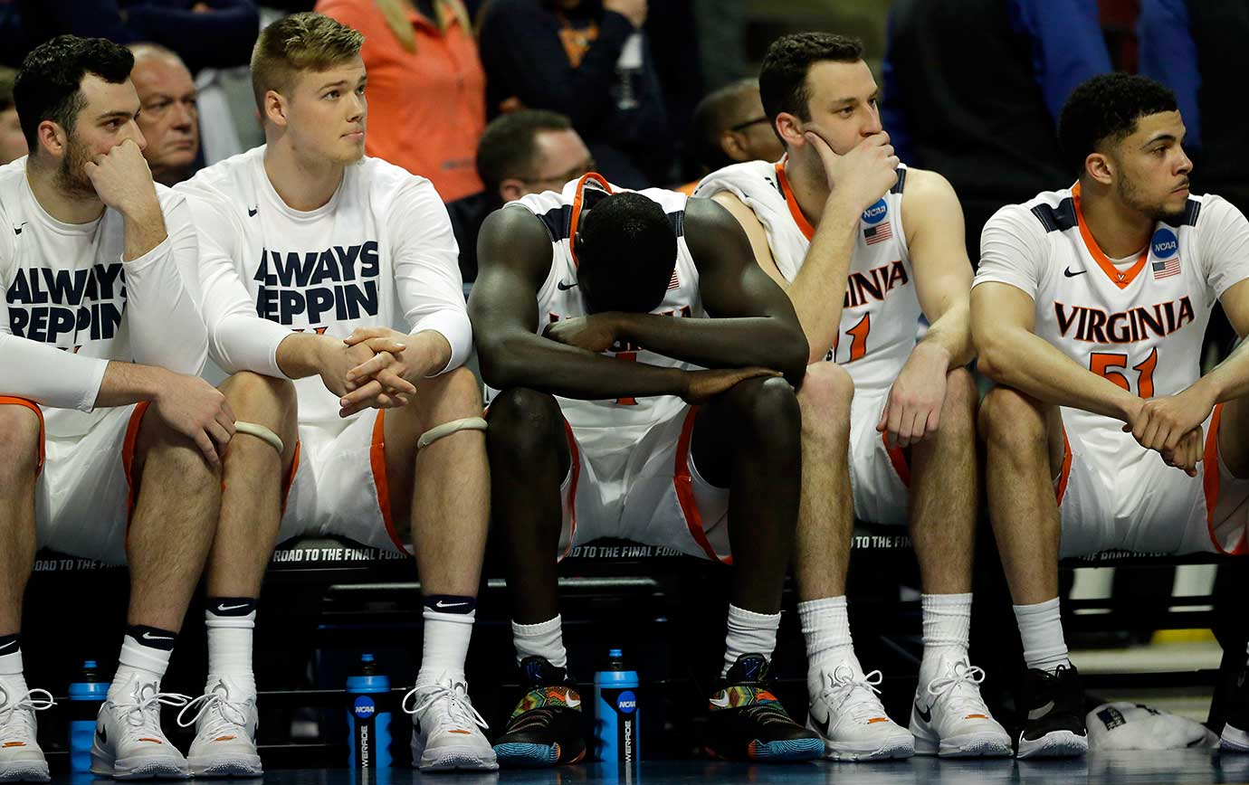 Players on Virginia bench watch in the final seconds of their loss to Syracuse.