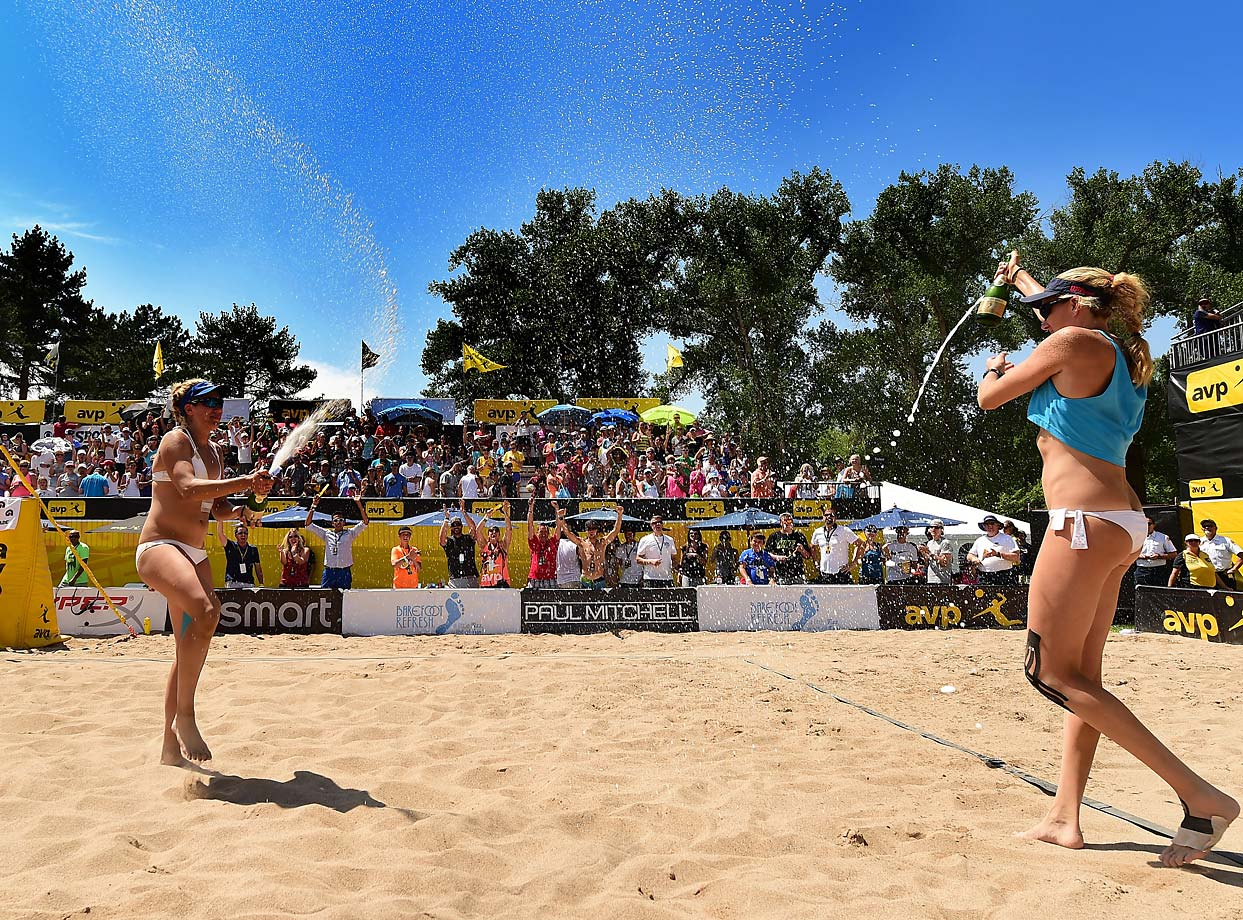 April Ross and Kerri Walsh Jennings celebrate their victory.