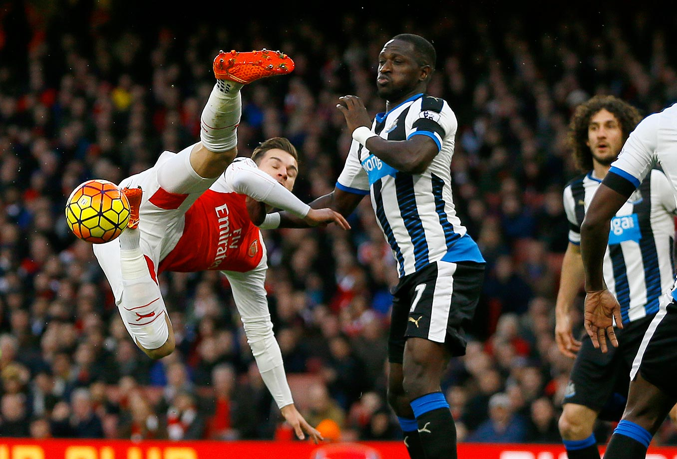 Aaron Ramsey of Arsenal makes a move for the ball against Moussa Sissoko of Newcastle United.