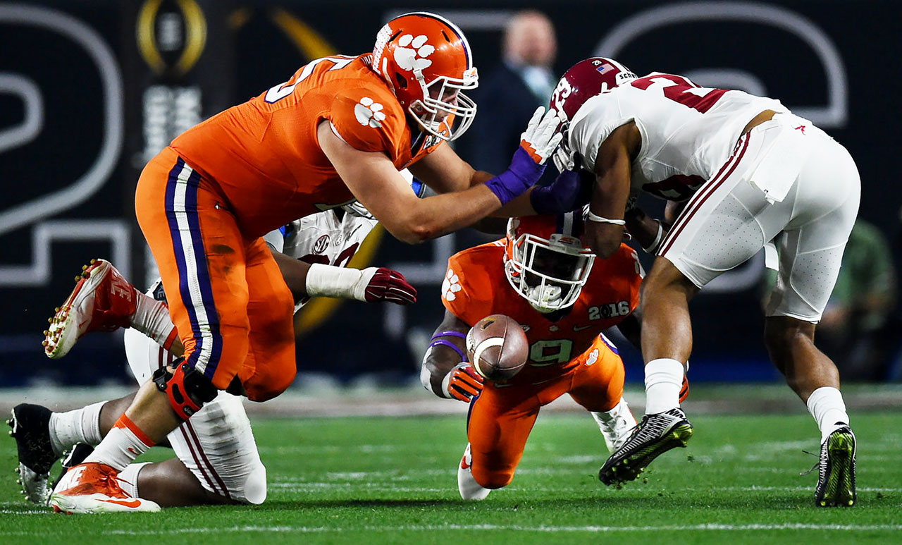 Wayne Gallman scrambles to recover a loose ball.