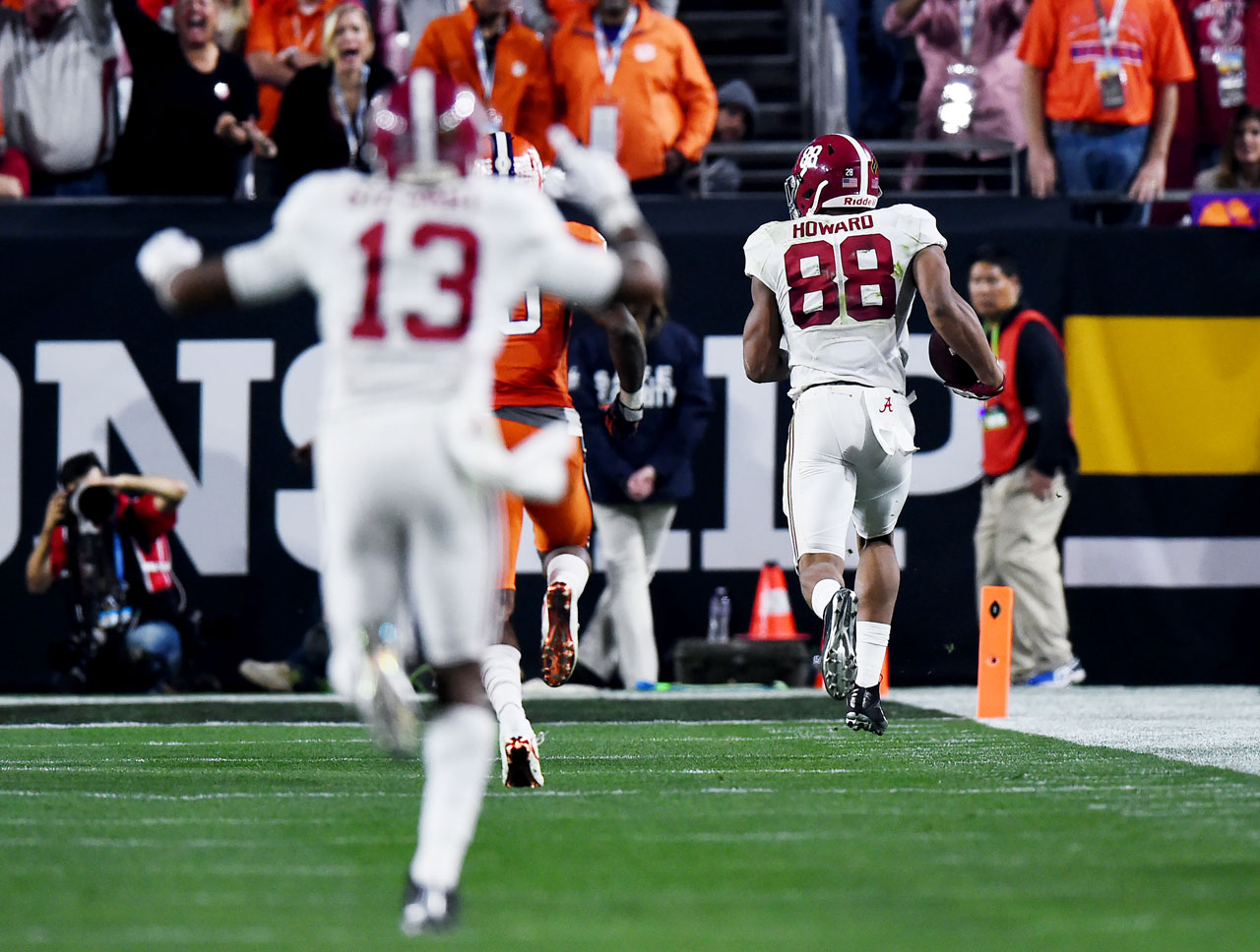 O.J. Howard was so alone on the route that the Alabama sideline was celebrating before he even caught the ball.