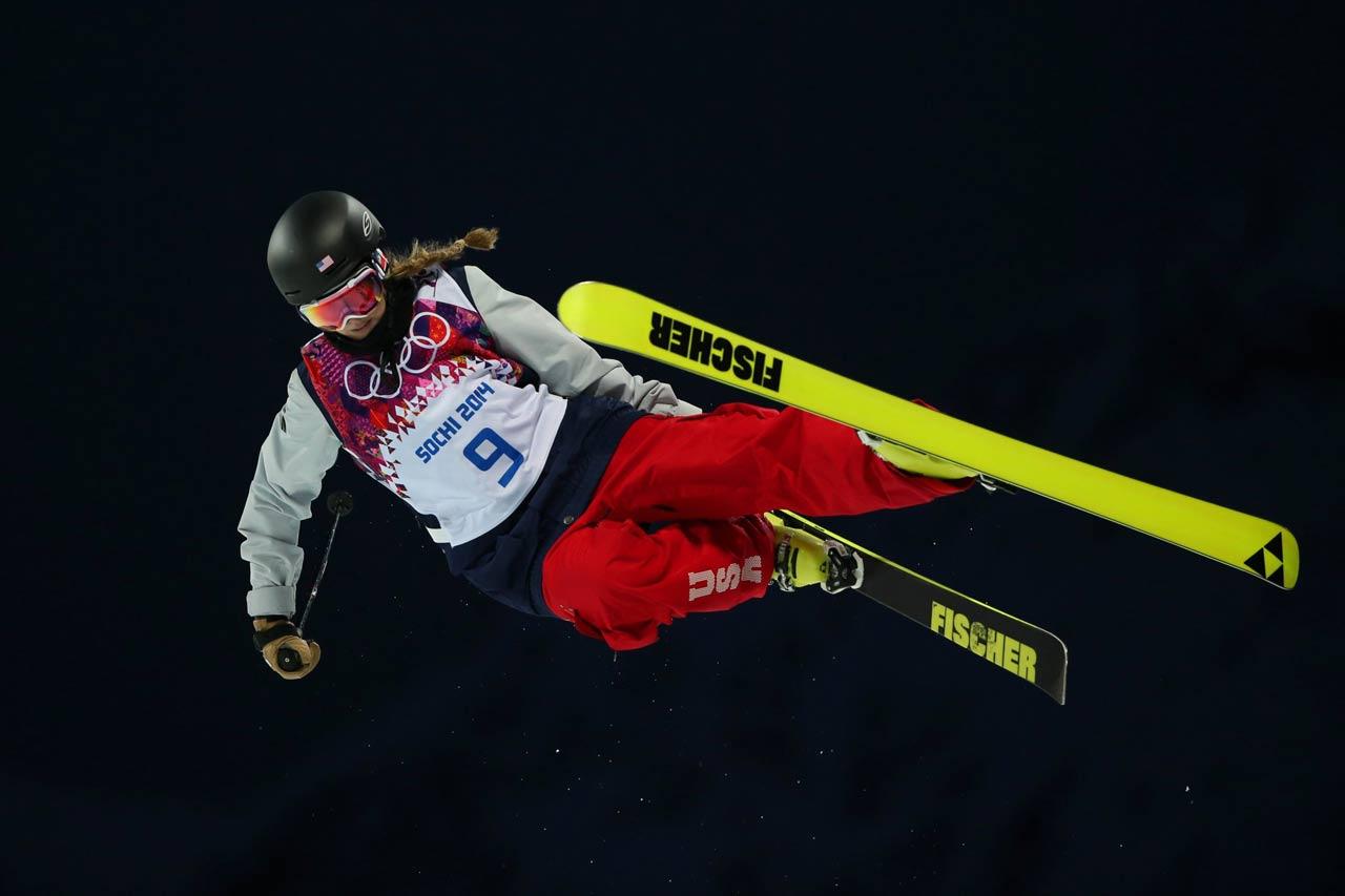 Annalisa Drew in the Ski Halfpipe qualifications.