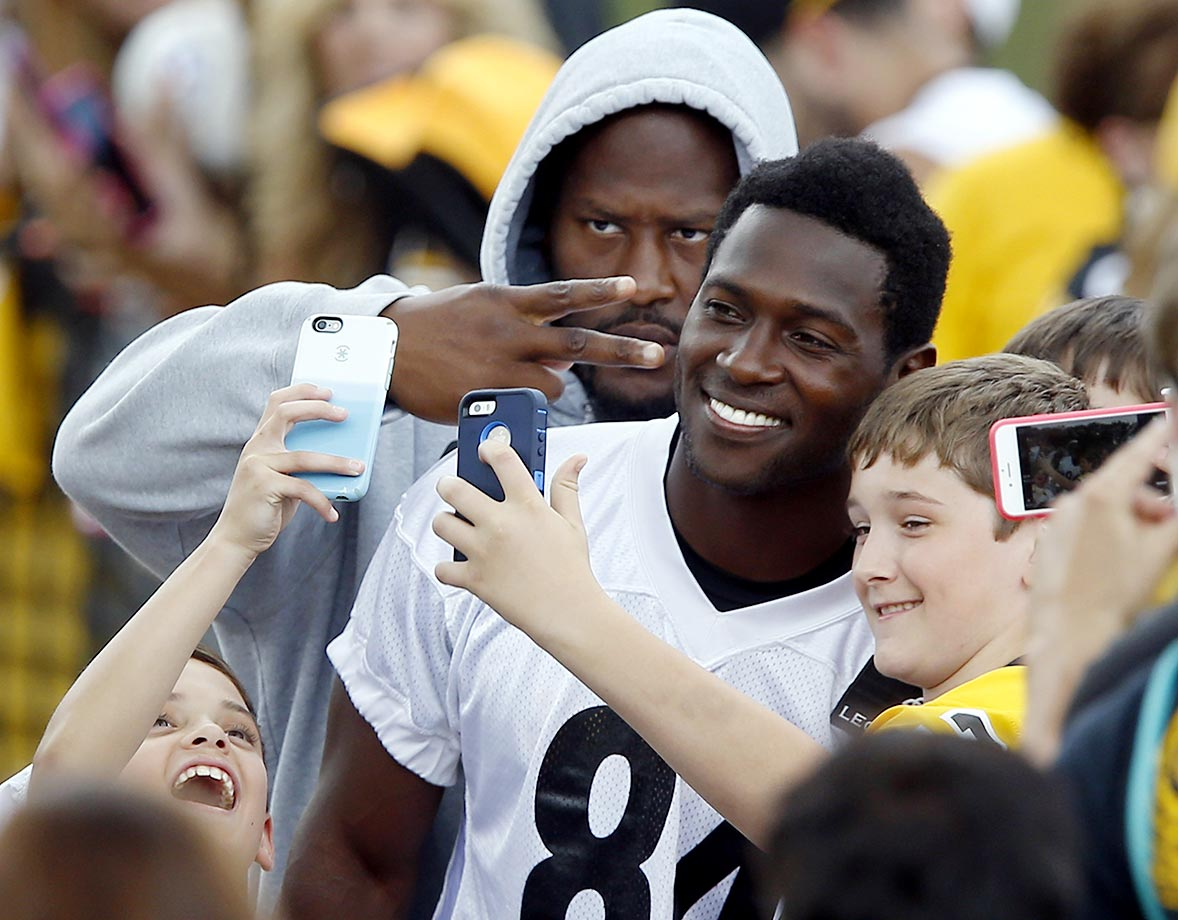 James Harrison of the Pittsburgh Steelers photobombs wide receiver Antonio Brown.