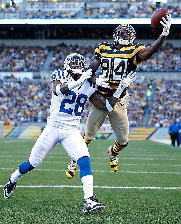 Antonio Brown of the Pittsburgh Steelers makes a touchdown catch in front of Greg Toler.