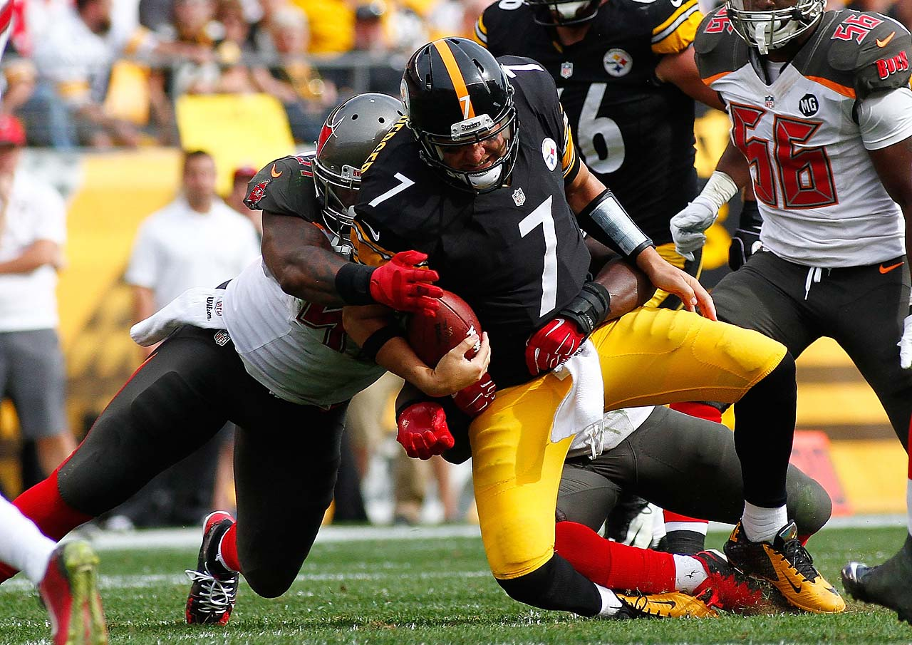 Ben Roethlisberger gets sacked by Lavonte David of the Tampa Bay Buccaneers during the Steelers loss at home.
