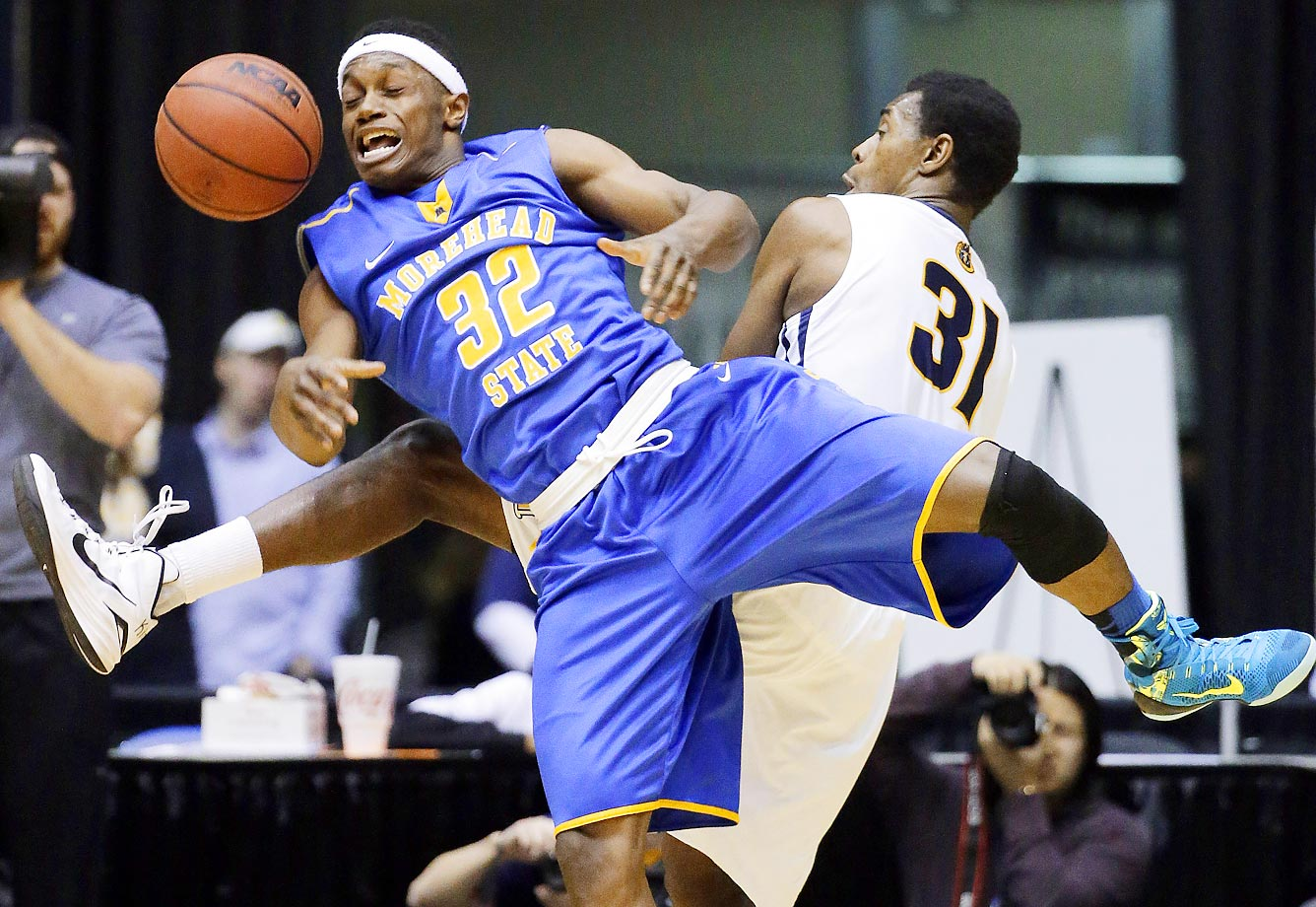 Morehead State guard Brent Arrington and Murray State forward Jeffery Moss scramble for a rebound.