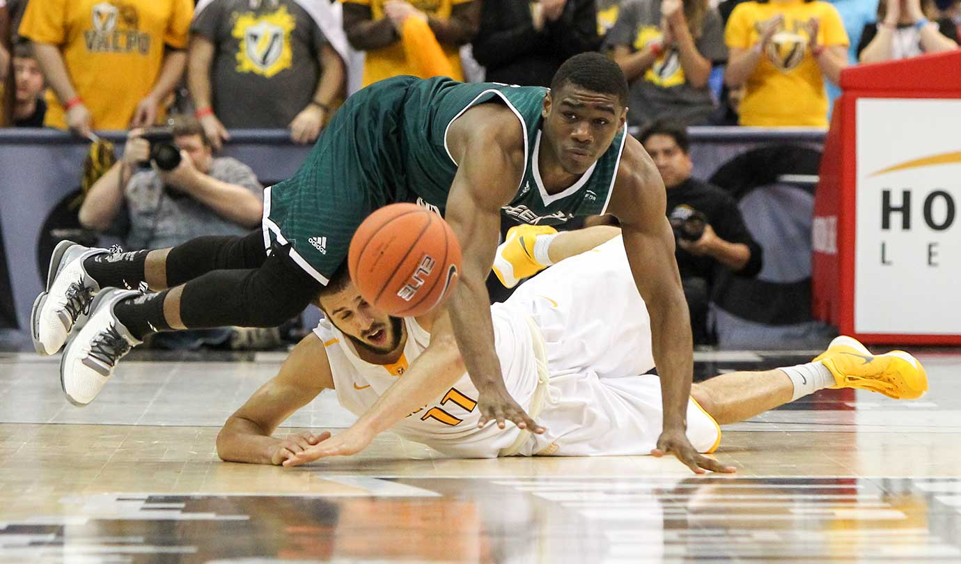 Valparaiso's Shane Hammink, 11, and Green Bay's Khalil Small scramble for a loose ball during a Horizon League semifinal.