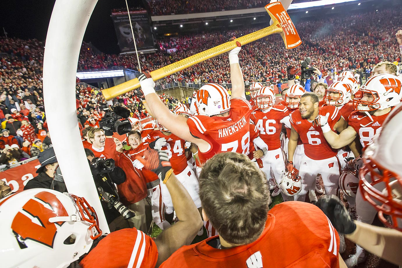 Rob Havenstein celebrates with Paul Bunyan's Axe after his Wisconsin team defeated the Minnesota Golden Gophers 34-24.
