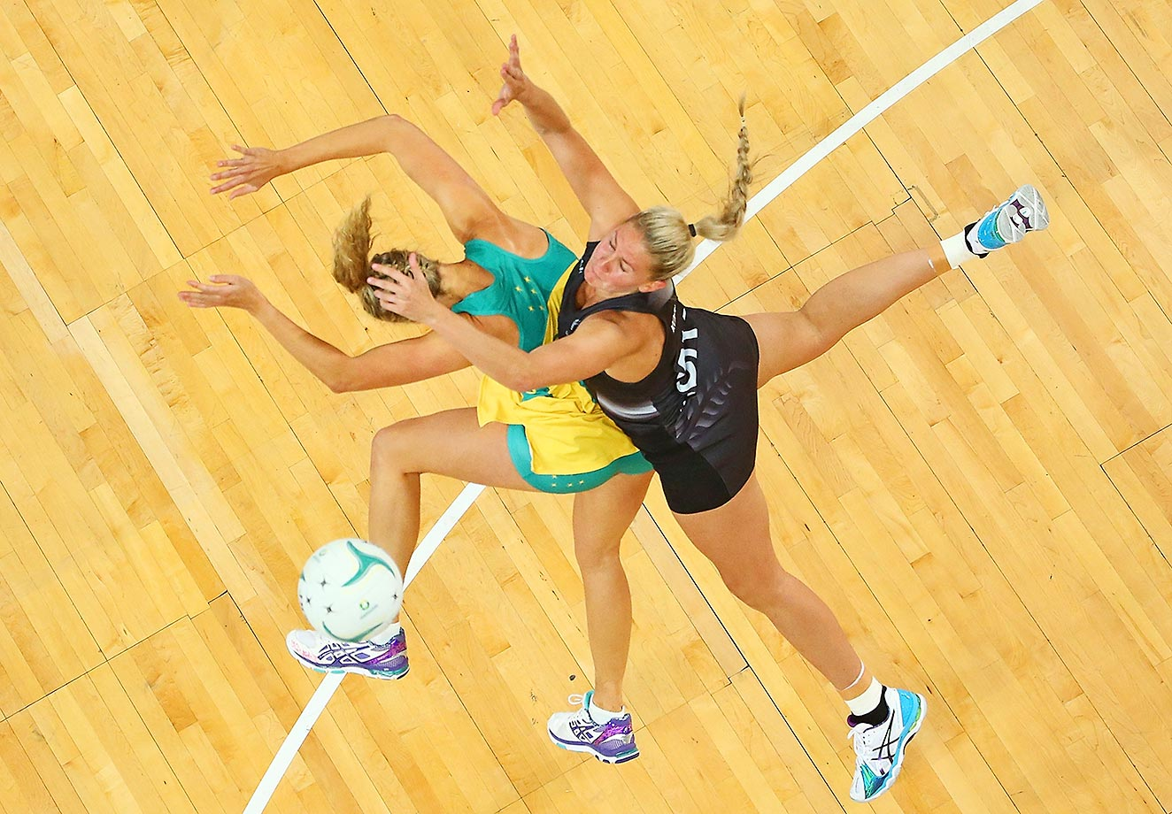 Casey Kopua and Erin Bell compete in the International Test match between the Australia Diamonds and the New Zealand Silver Ferns.