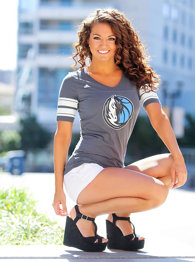 When she's not dancing for the Dallas Mavericks, Chantel is the marketing coordinator for women's activewear brand Lorna Jane.