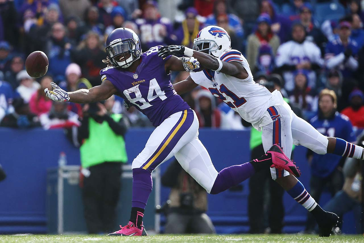 Cordarrelle Patterson of the Minnesota Vikings can't make the catch as Leodis McKelvin of the Buffalo Bills defends.