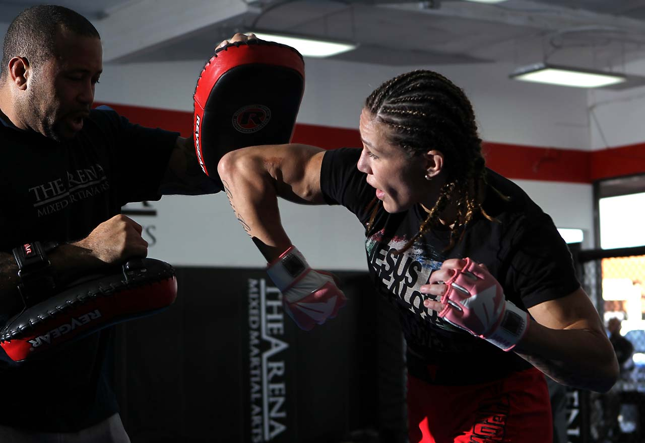 Justino moved to San Diego and started training with the Arena, although she does specific training like Muay Thai and boxing elsewhere. She still considers the Brazilian Chute Boxe her team, but Chute Boxe doesn't have anything in San Diego.