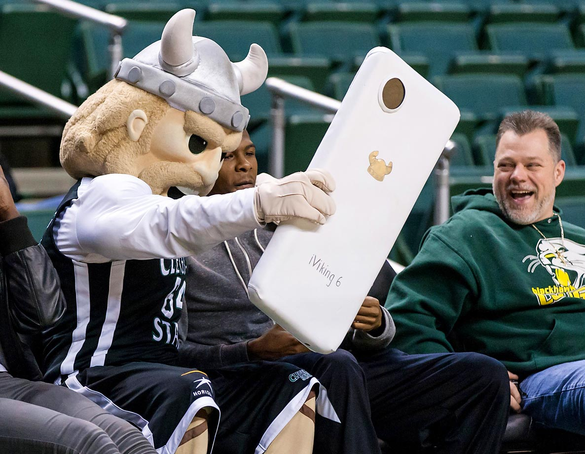 Cleveland State Vikings mascot Magnus is the first one to get the latest and greatest from Apple, the iViking 6.