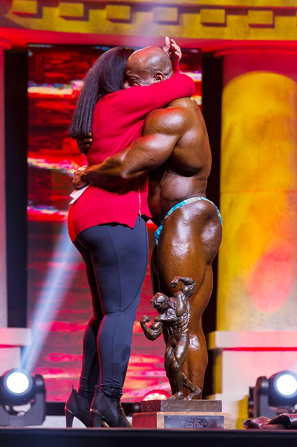 Dexter Jackson, the first five-time winner of the Arnold Classic, celebrates with his girlfriend.