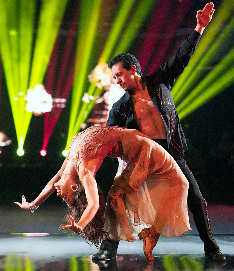 Triple Crown-winning jockey Victor Espinoza finished in 12th place with dancing partner Karina Smirnoff in Season 21.