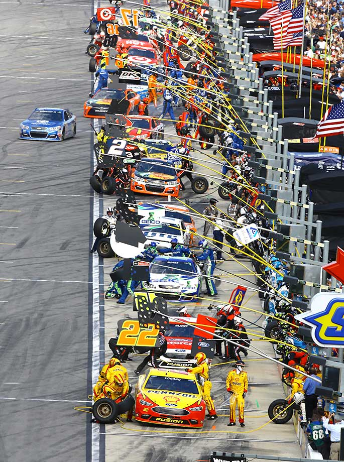 Crew members perform pit stop during the Daytona 500.