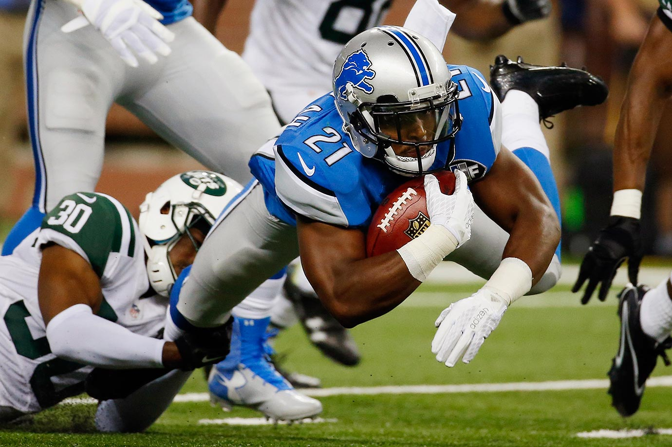 Ameer Abdullah is getting high praise from prospective fantasy football owners, but then again, so did Jahvid Best and pretty much every rookie Lions running back not named Barry or Billy. They also lost the heart of their defense when DT Ndamukong Suh signed with the Dolphins. Nick Fairley and C.J. Mosley are also gone, leaving Haloti Ngata an even bigger hole to fill.