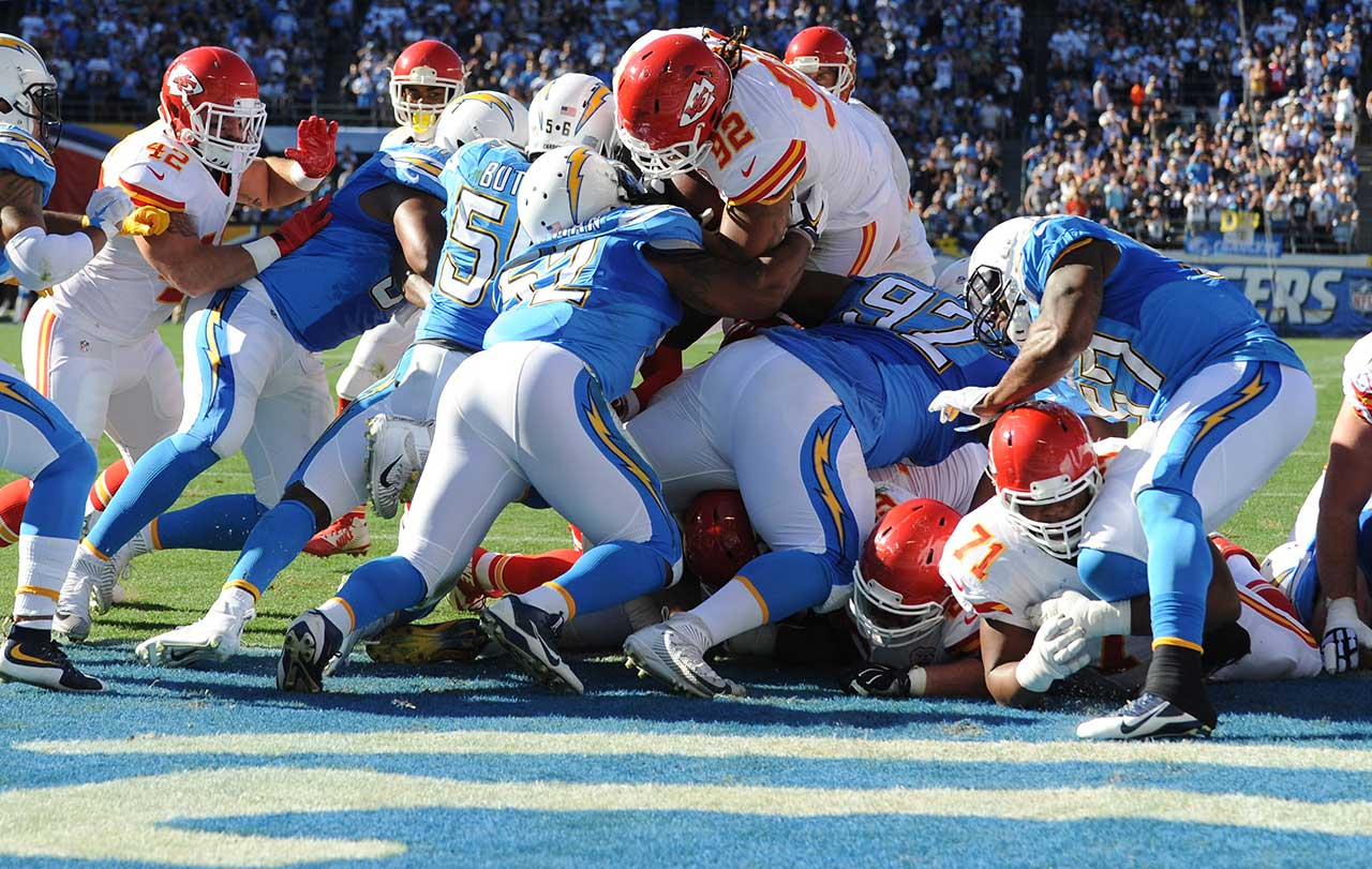 Kansas City nose tackle Dontari Poe became the heaviest player to score an offensive touchdown when he plunged in from one-yard out during the Chiefs 33-3 victory over San Diego during Week 11 of the 2015 NFL season.