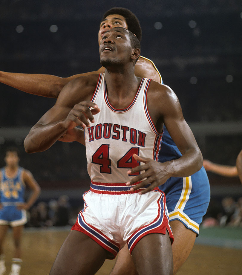 Hayes teamed up with Don Chaney to become the first black basketball players at Houston and reached back-to-back Final Fours in 1967 and 1968. Hayes even got the best of Lew Alcindor in the so-called Game of the Century in 1968, beating UCLA 71-69 in the Astrodome while scoring 39 points with 15 rebounds and limiting Alcindor to 15 points. But Alcindor got him back by beating him in the Final Four. With 2,884 points and 1,602 rebounds in his career, Hayes has the fifth-most points among players with at least 1,000 boards.