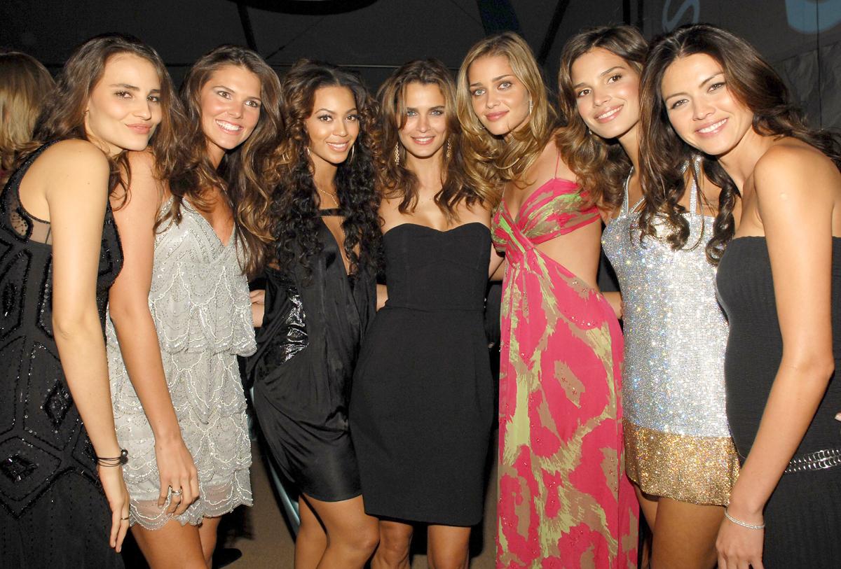 Fernanda Tavares, Daniella Sarahyba, Beyonce Knowles, Fernanda Motta, Ana Beatriz Barros, Raica Oliveira and Aline Nakashima :: Getty Images