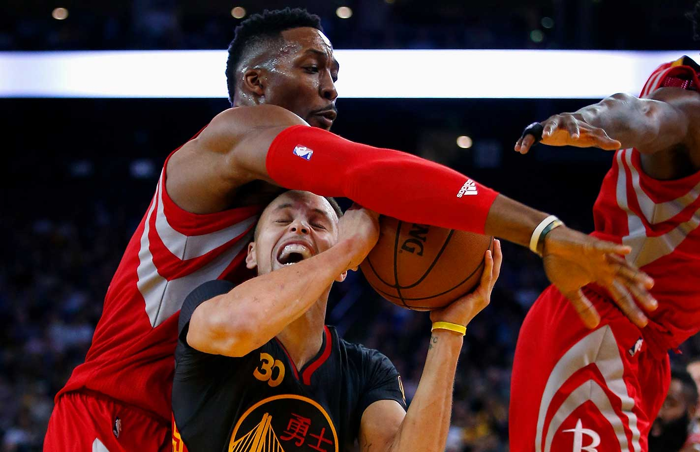 Stephen Curry is fouled by Dwight Howard during the Warriors' 42nd consecutive home win.