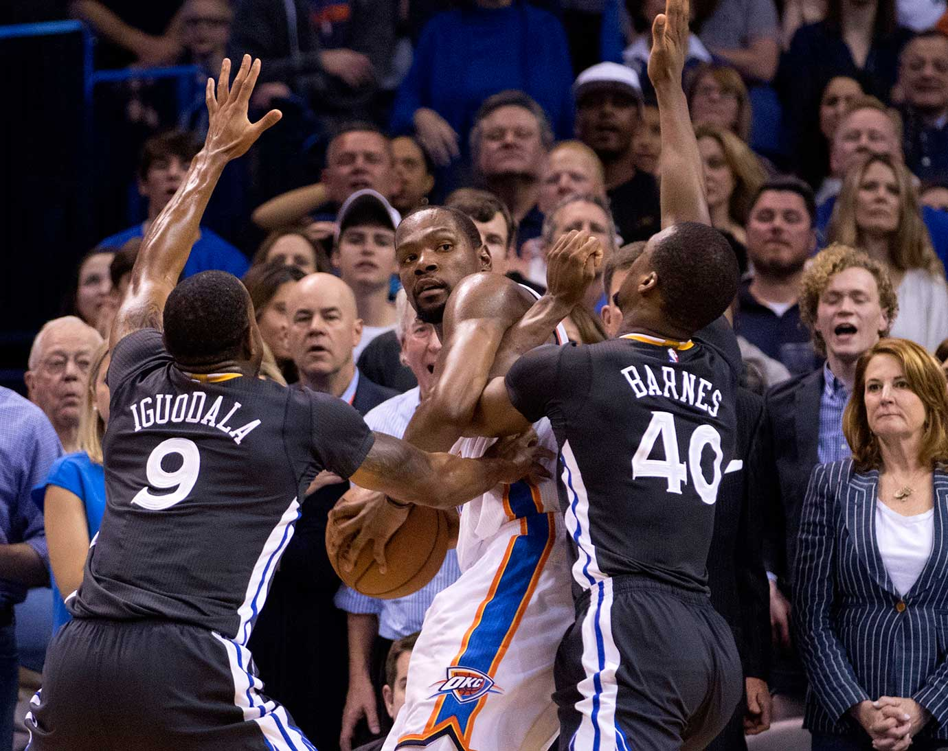 Andre Iguodala and Harrison Barnes trap Kevin Durant in a corner and force him to throw a game-deciding turnover.