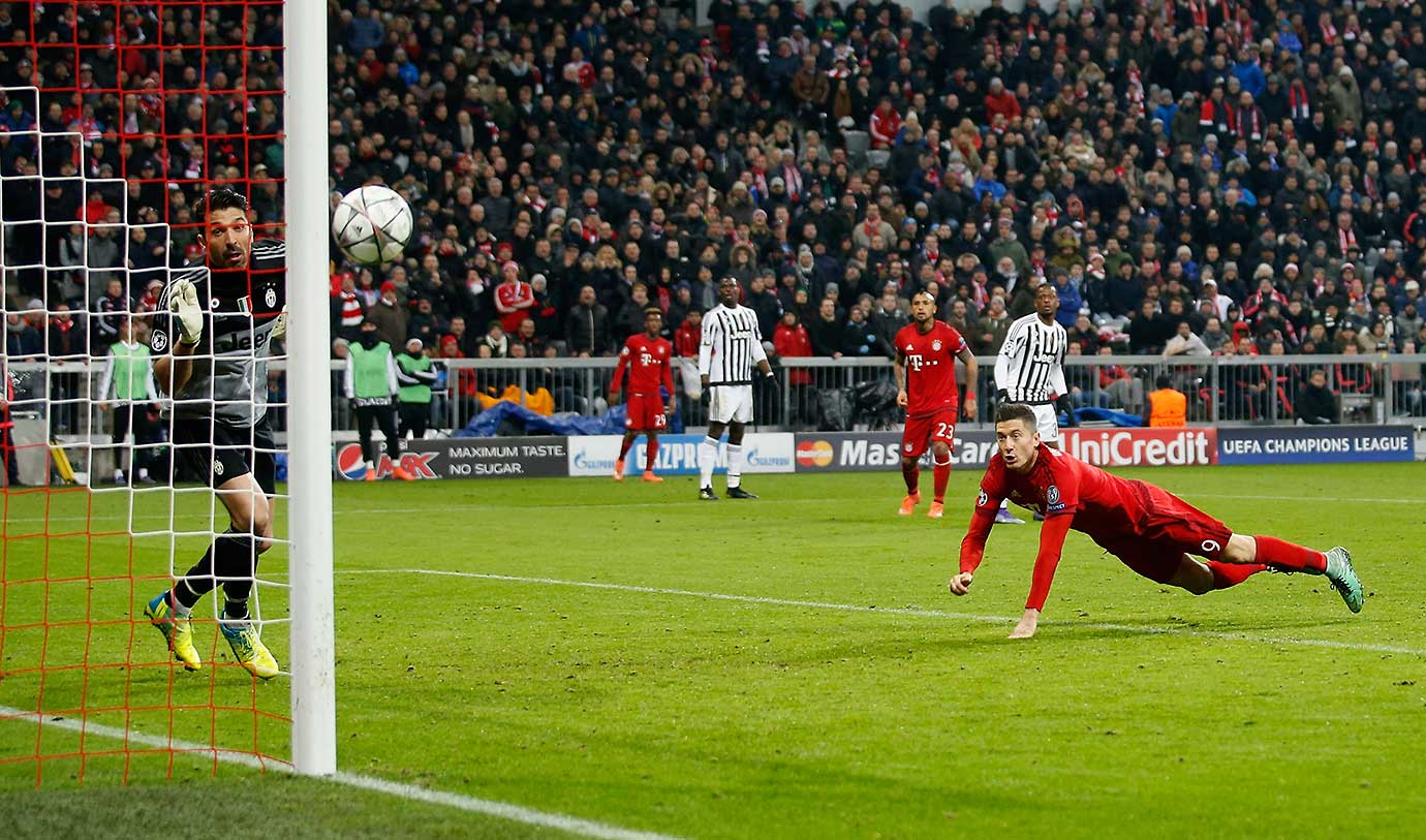 Robert Lewandowski of Bayern Muenchen tries to score against goalkeeper Gianluigi Buffon.