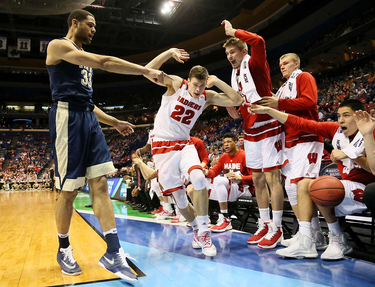 Pittsburgh's Alonzo Nelson-Ododa and the Wisconsin bench point at each other as the ball goes out of bounds off of Nelson-Ododa.