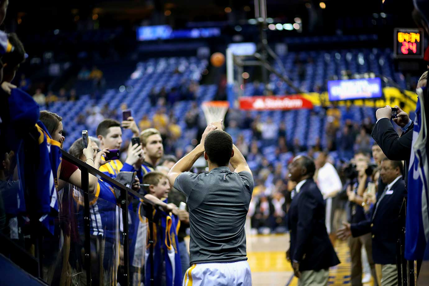 Fans watch Stephen Curry shoot his ceremonial shot from the hallway before their game against the Dallas Mavericks.