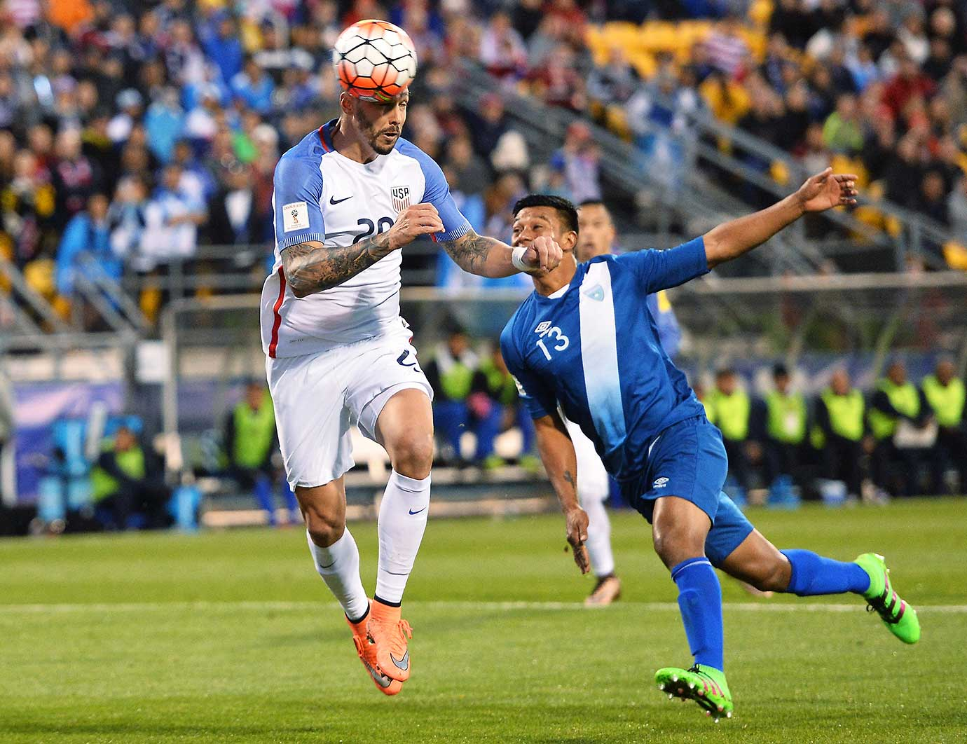 Geoff Cameron heads the ball off a free kick for a goal in front of Carlos Castrillo.