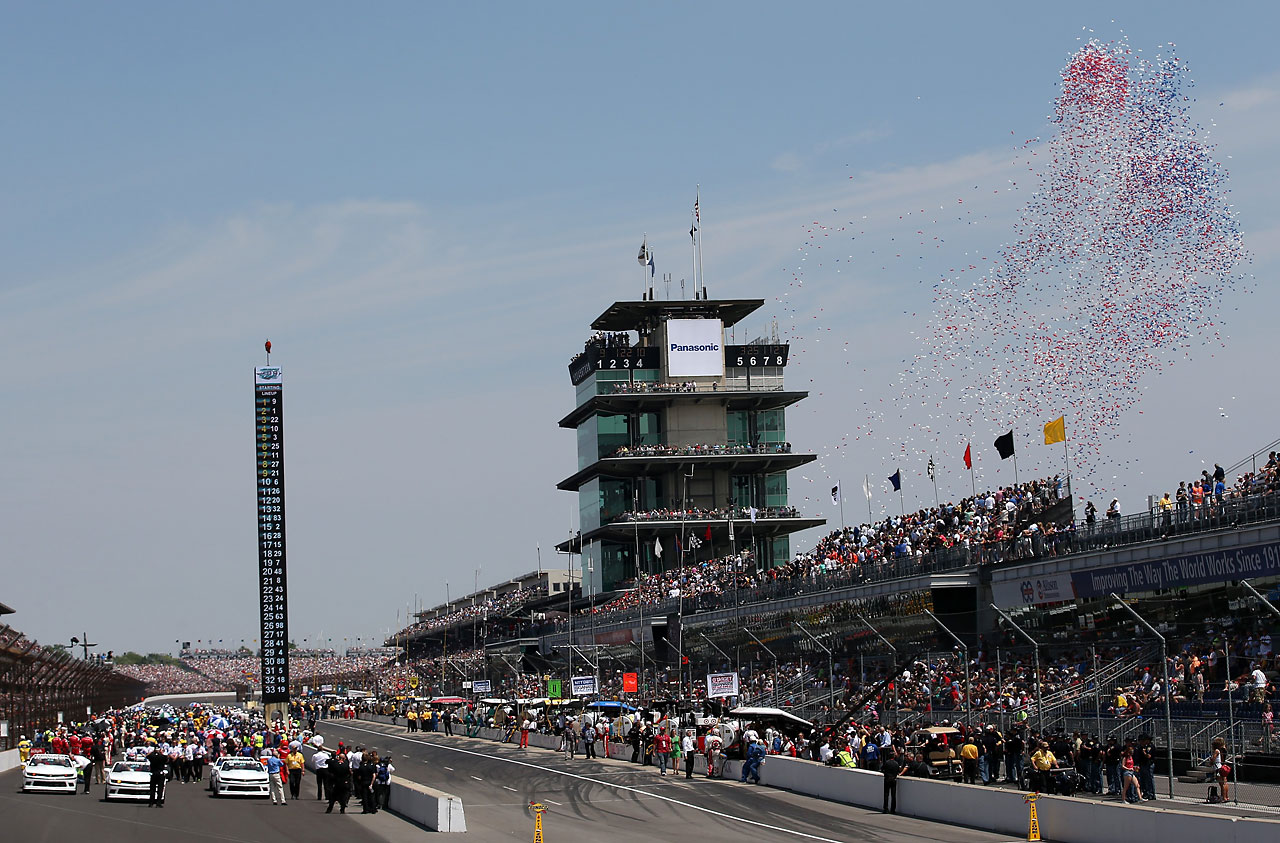A general view of the start of the 99th running of the Indianapolis 500.