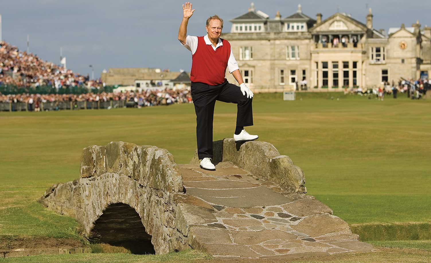 During the final hole of Jack Nicklaus' final tournament, the 2005 British Open, the Golden Bear received a 10-minute standing ovation after crushing the final tee shot of his career. Then, in true Nicklaus fashion, he made a 15-foot birdie putt to close out the greatest career in PGA history.