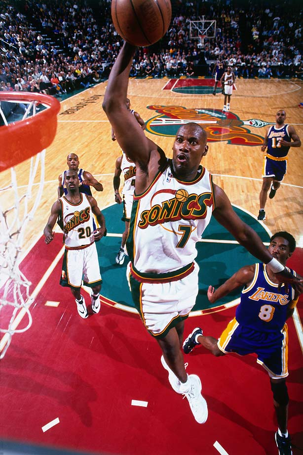 Jerome Kersey dunks against the Los Angeles Lakers in Game 5 of the 1998 Western Conference semifinals.