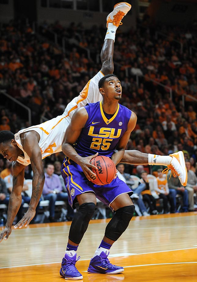Jordan Mickey of LSU fakes out Armani Moore of Tennessee during the Tigers' 73-55 win.