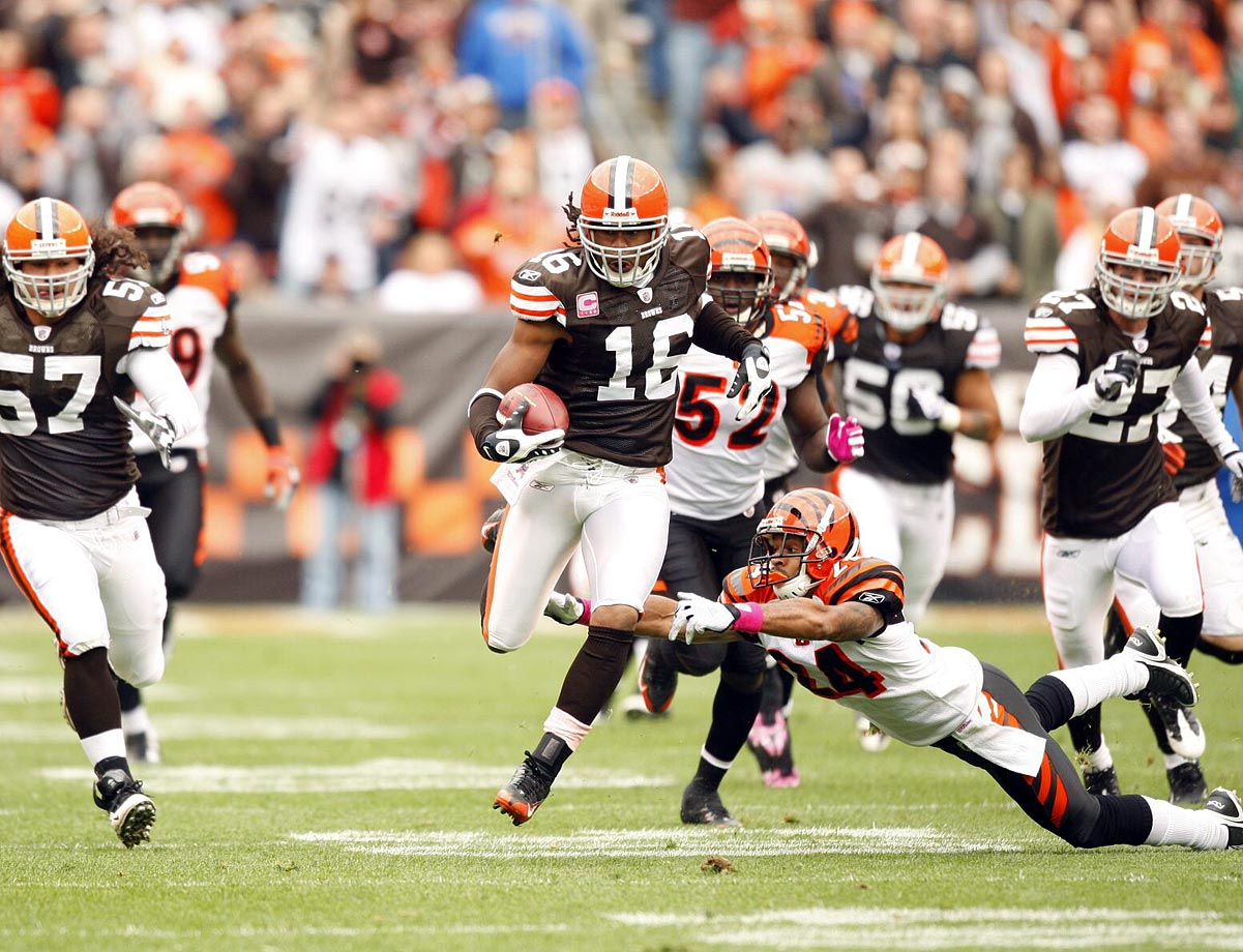 Cribbs and Leon Washington are tied with an NFL career-record eight kickoff returns for touchdowns. Cribbs and Ted Ginn are tied with the NFL record of two kickoffs of 100 yards or more returned for touchdowns in a single game.