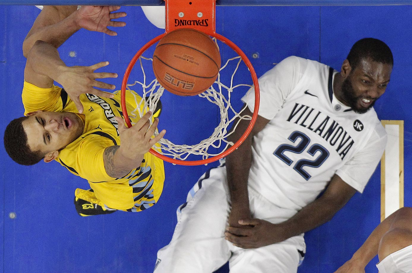 Villanova's Jay Vaughn Pinkston has an embarrassing vantage point on this dunk by Marquette's Juan Anderson.