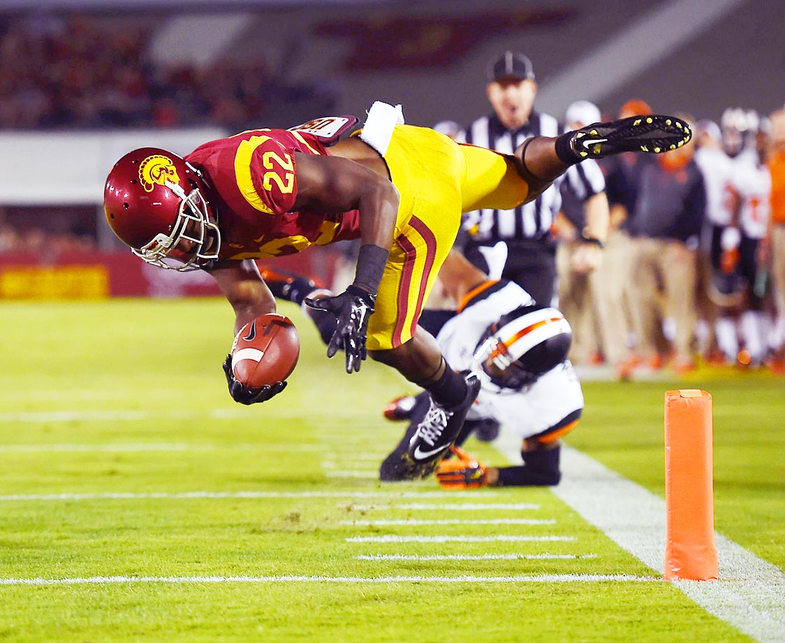 USC's Justin Davis scores a touchdown against Oregon State in the Trojans' 35-10 win.