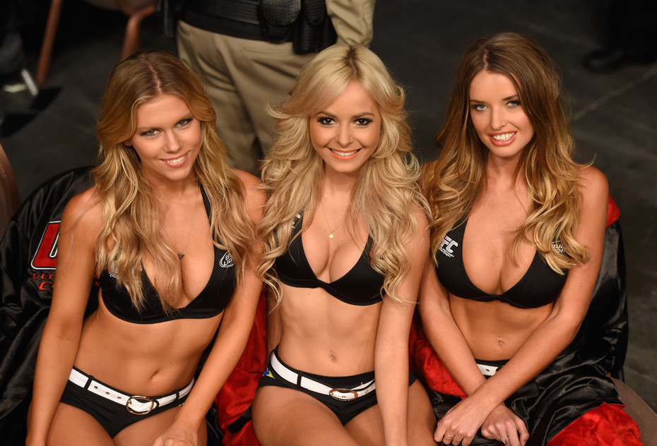Chrissy Blair, Jhenny Andrade and Kahili Blundell :: Getty Images