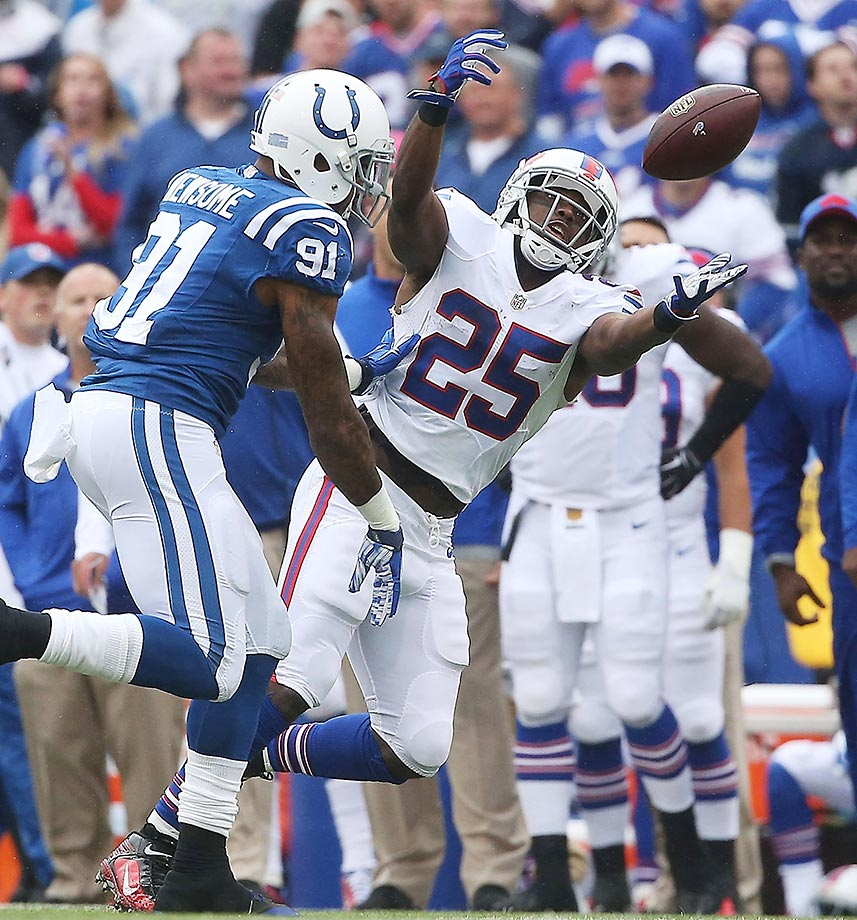 LeSean McCoy can't make a catch as Jonathan Newsome defends.