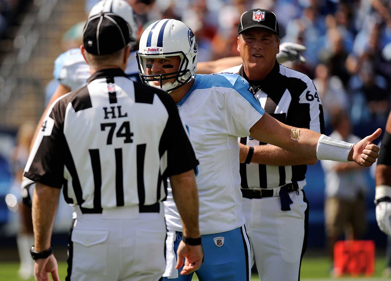 On the day that he turned 35, Matt Hasselbeck threw a four-yard touchdown pass to Daniel Graham with 4:24 remaining, giving the Tennessee Titans a 17-14 win over the Denver Broncos.