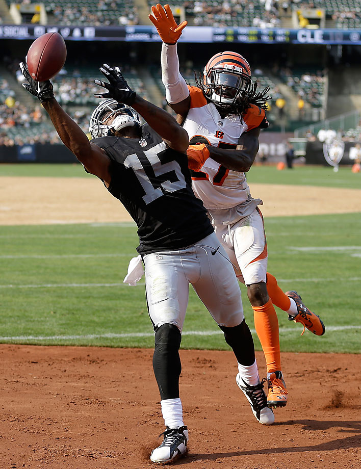 Oakland Raiders wide receiver Michael Crabtree cannot catch a pass in front of Cincinnati Bengals cornerback Dre Kirkpatrick.