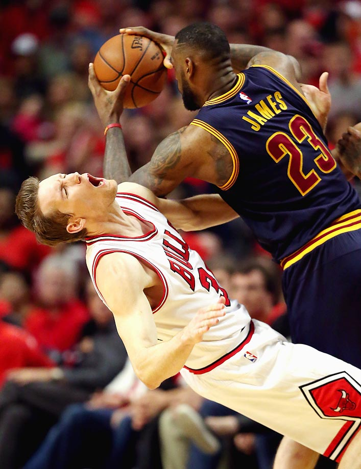 Cavaliers' LeBron James and Bulls' Mike Dunleavy.