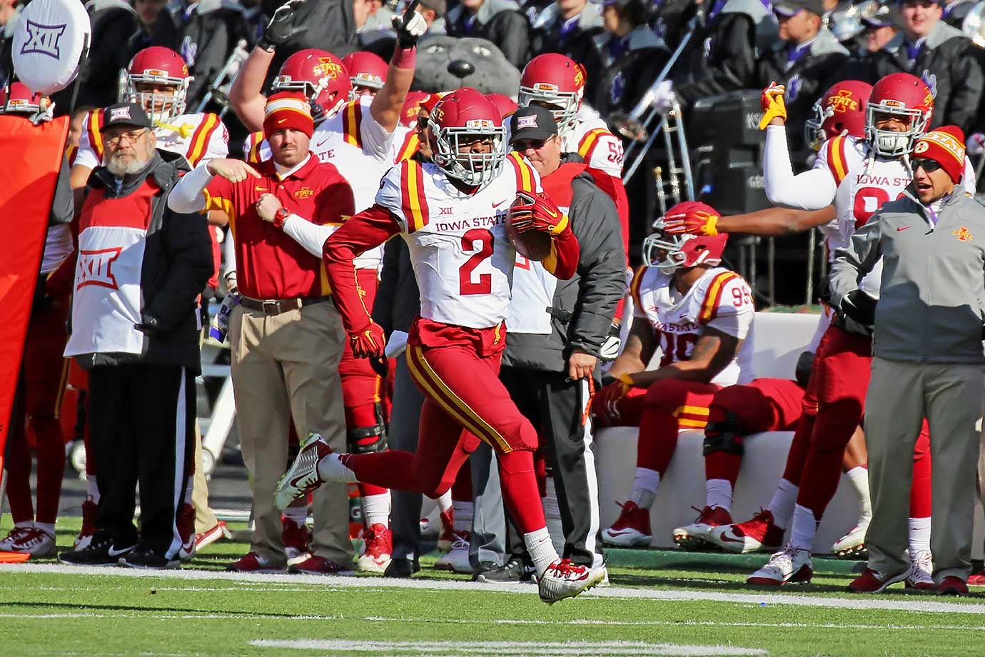Warren became the first Cyclones player to be named Big 12 Offensive Freshman of the Year, as he led Iowa State with 1,366 rushing yards and five touchdowns. In a loss at Texas Tech, Warren rushed for 245 yards on 23 carries, one of six games in which he ran for more than 125 yards.