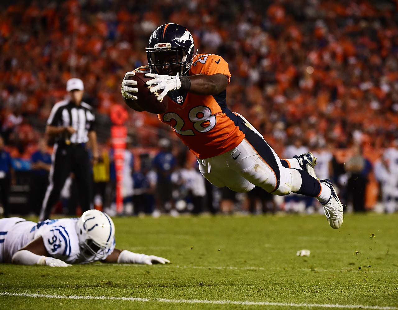 Montee Ball accentuates his scoring run with a dive into the endzone.