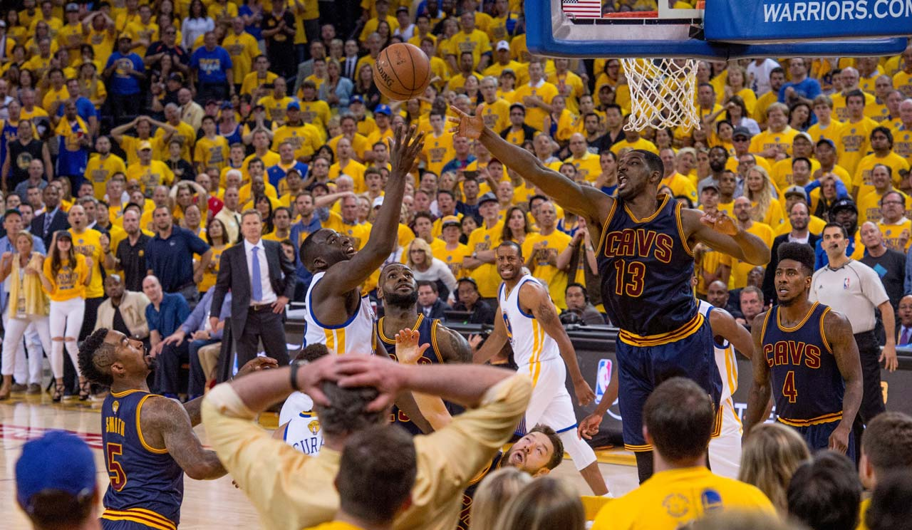 Tristan Thompson attempts to block a Draymond Green shot.