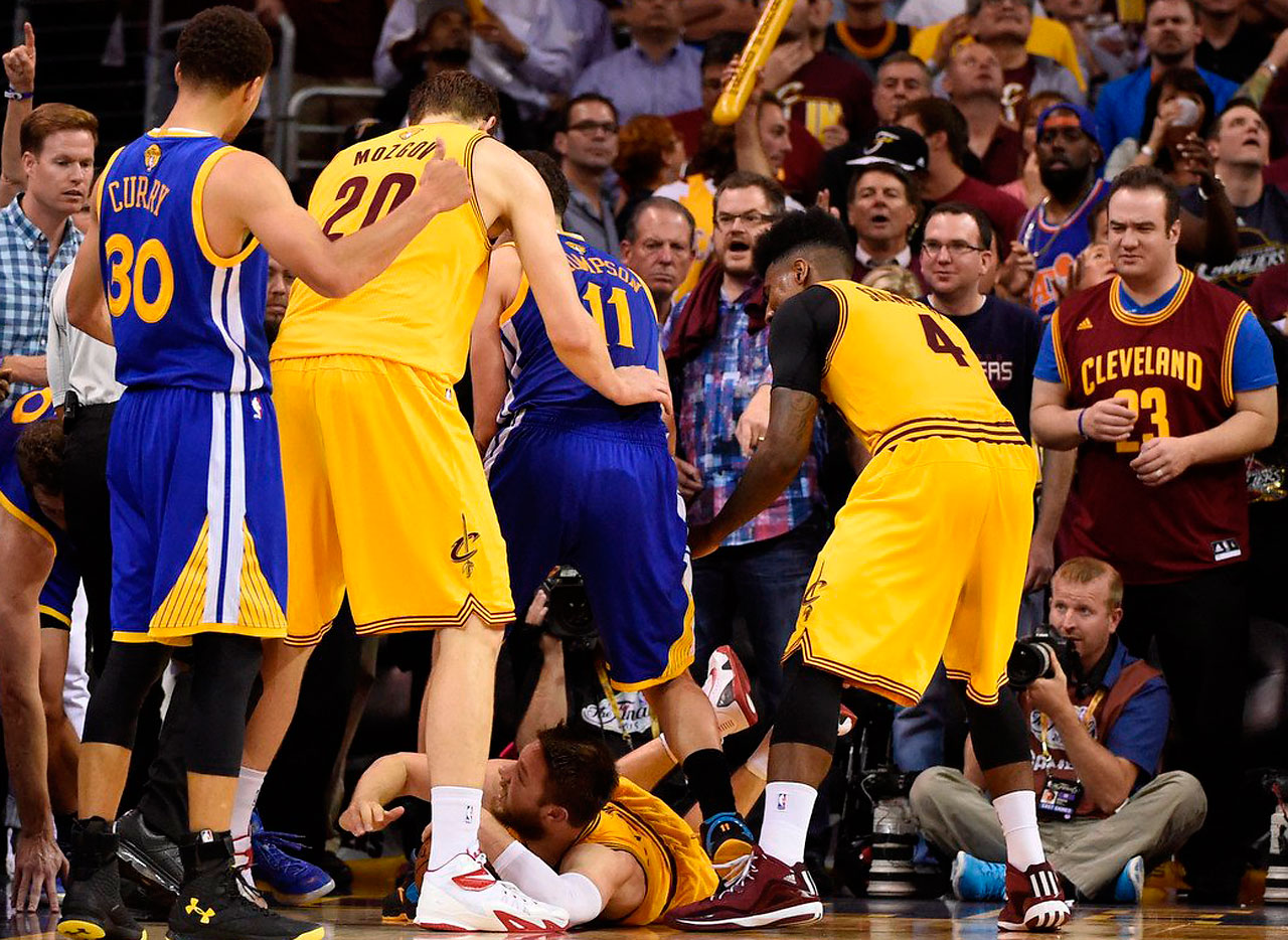 Matthew Dellavedova dove to the floor for a loose ball ahead of the Warriors.