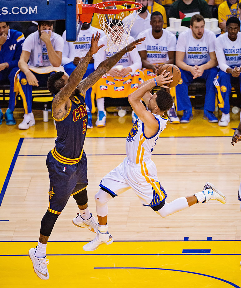 J.R. Smith pressures Steph Curry on a shot. Curry converted 13-of-23 from the field.