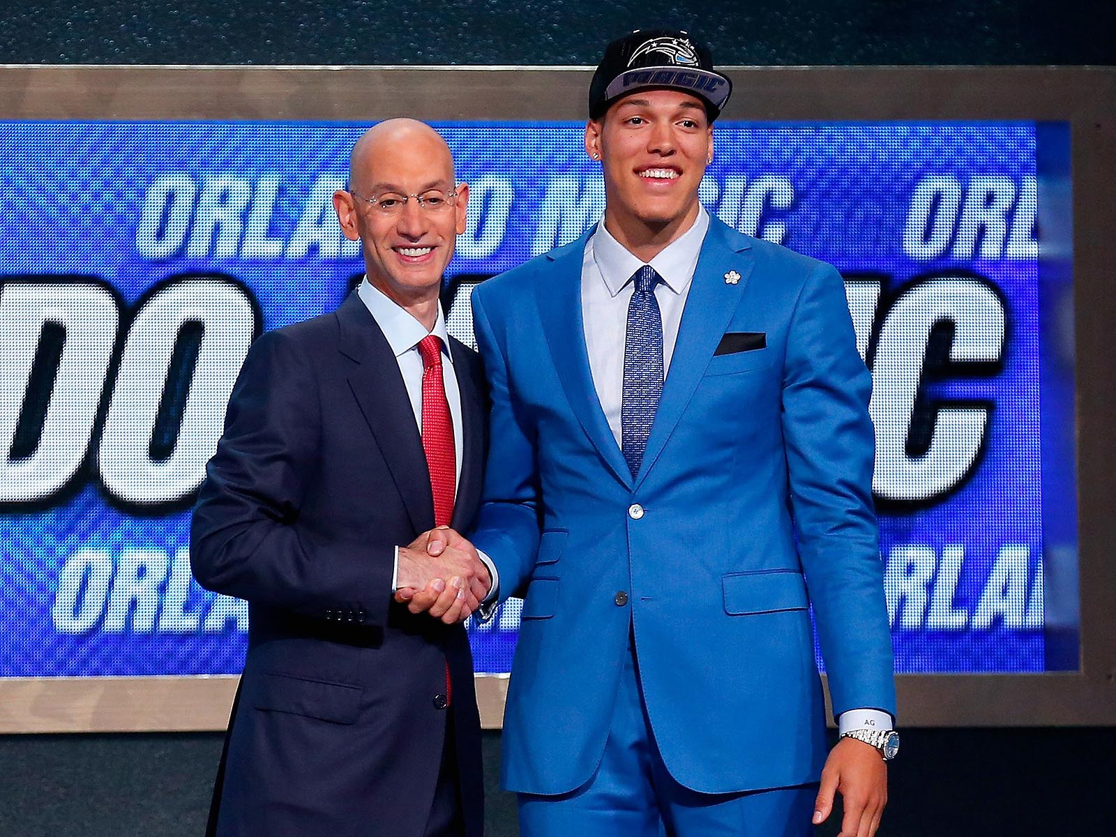 He knew he was going to Orlando right? Gordon goes with an electric blue suit perfectly matching the Magic colors.